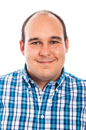 sobre peso: Retrato de un hombre sonriente, aislado sobre fondo blanco Foto de archivo