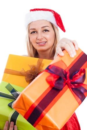 generoso: Generoso Mujer de la Navidad que da presentes, aislado sobre fondo blanco. Foto de archivo