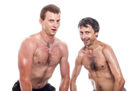 hombres sin camisa: Hombres sin camisa divertida posando y mostrando el cuerpo, aislados en fondo blanco