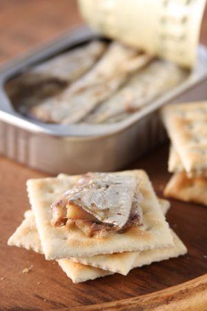 sardine: Sardine e Crackers Archivio Fotografico