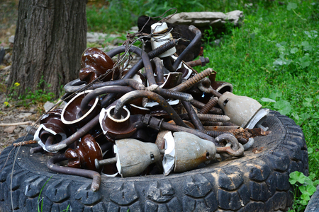 Pile of Used machine parts are oily and rusty in second hand machinery shop. 스톡 콘텐츠