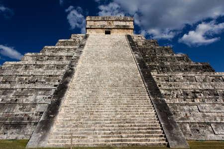 kukulkan: Ver las escaleras de la pir�mide de Kukulk�n en Chich�n Itz�, Yucat�n, M�xico.