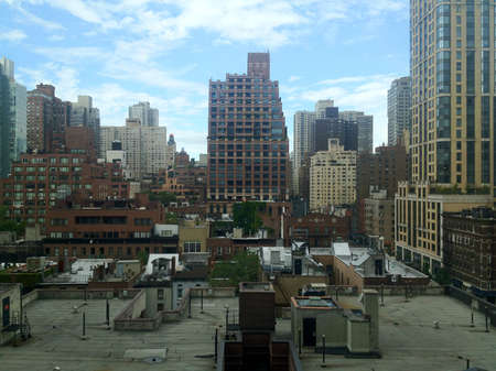 urban sprawl: View over the roofs of East Midtown Manhattan in New York, NY, USA.