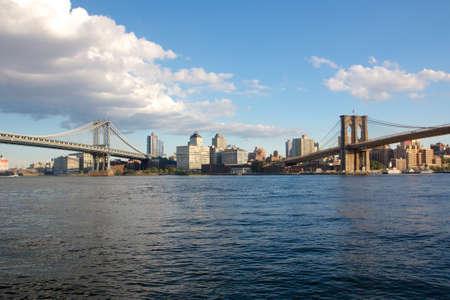 lower east side: Vista desde el barrio Dos Puentes en el Lower East Side de Manhattan hacia Brooklyn en Nueva York, NY, EE.UU..