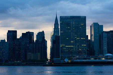 the united nations: Vista de la l�nea de costa Midtown Manhattan East River con el cuartel general de las Naciones Unidas en Nueva York, NY, EE.UU..