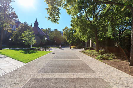 il: CHICAGO, IL, USA - SEPTEMBER 23, 2014: Campus of the University of Chicago in the Hyde Park area of Chicago, IL, USA on September 23, 2014.