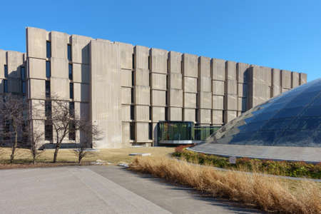 il: CHICAGO, IL, USA - MARCH 12, 2015: The Regenstein and Mansueto libraries at the University of Chicago in Chicago, IL, USA on March 12, 2015.