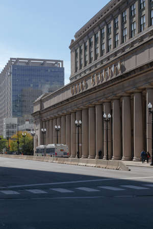 il: CHICAGO, IL, USA - OCTOBER 11, 2014: Front of Union Station in Chicago, IL, USA on October 11, 2014.