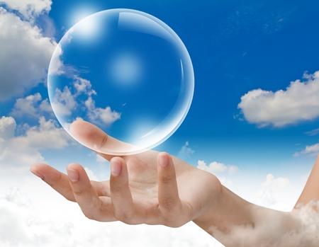 Bubbles trzymać rÄ™kÄ™ na niebie Zdjęcie Seryjne