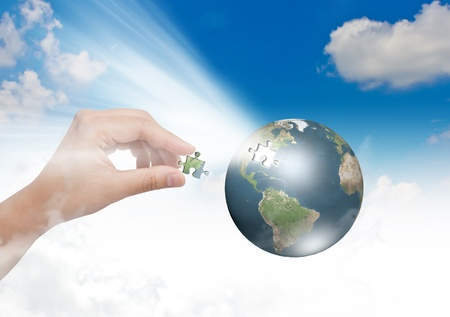 Concepto de negocio con un globo por la construcción del rompecabezas