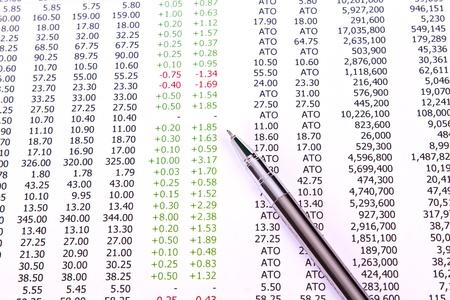 contabilidad financiera cuentas: Pluma y gr�fico de negocio