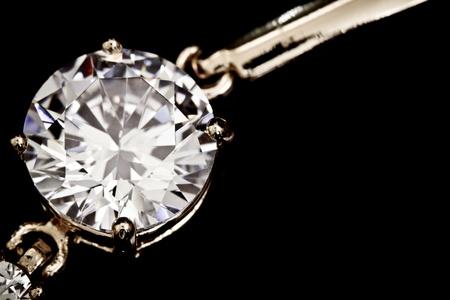 aretes: Diamantes brazalete en el negro
