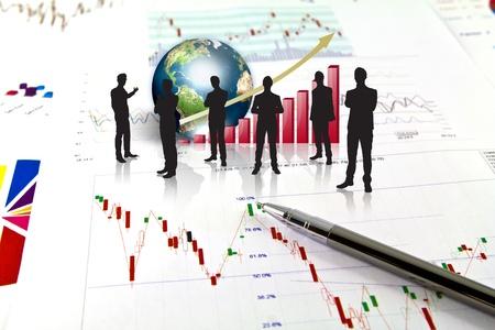 contabilidad: Siluetas de negocios y gr�fico de negocio con la tierra (elementos de esta imagen proporcionada por la NASA)