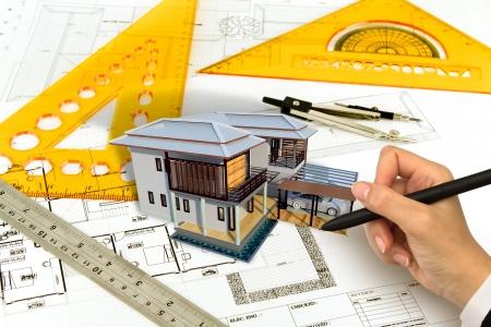 Plan tirage à la main d'une maison