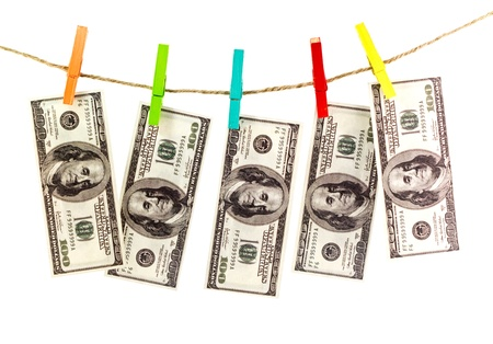 money laundering: Dollari su una corda isolati su bianco