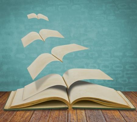 libros volando: Abra volando libros antiguos