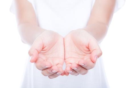 pardon: Les mains vides sur le corps de la femme isol�e sur le fond. Banque d'images
