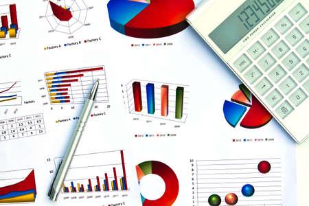 Pióro i wykres biznesowy
