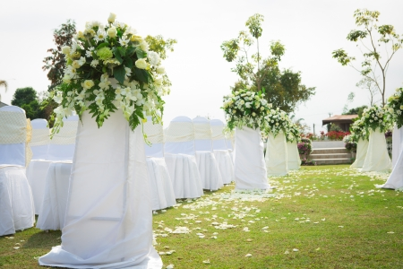 美しい庭園での結婚式
