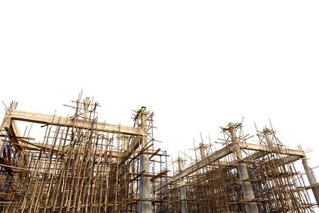 befejezetlen: Befejezetlen épület építési terület elszigetelt fehér háttér