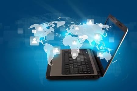 Social networking concept: Laptop z sieci spo?ecznej na mapie ?wiata Zdjęcie Seryjne