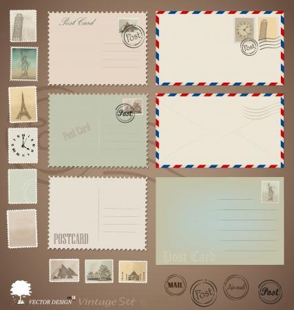Illustratie set: Vintage postkaart ontwerpen, enveloppen en postzegels. Stock Illustratie