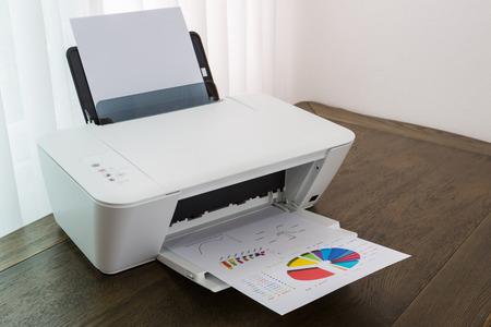 木のテーブルに財務書類をプリンター 写真素材
