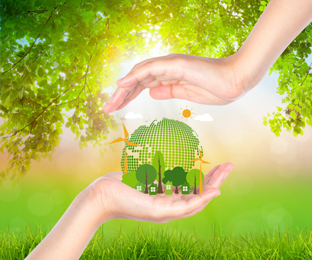 Frau Hand halten umweltfreundliche Erde