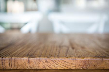 mesa de madera: Mesa de madera en el restaurante