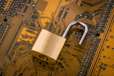 保護の概念: コンピューター回路基板上のセキュリティ ロック