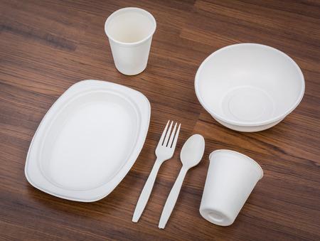 環境にやさしい無漂白植物繊維食器セット: プレート、スプーン、カップ 写真素材