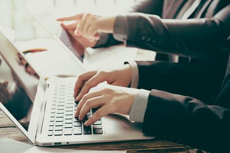 Spotkania ludzi biznesu w biurze (filtrowany obraz przetwarzany rocznika efekt.) Zdjęcie Seryjne