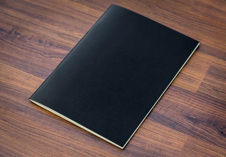 空白のカタログ、雑誌、ウッドの背景の模擬本まで