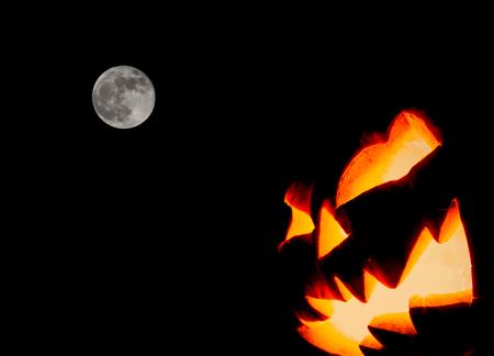 calabazas de halloween: Cara de miedo de Halloween de la calabaza (imagen filtrada procesada efecto vintage.) Foto de archivo