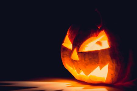 at symbol: Halloween volto spaventoso zucca (immagine filtrata elaborata effetto vintage.) Archivio Fotografico