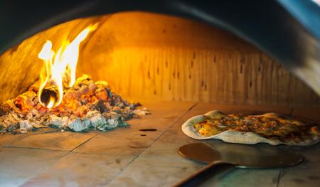 brick kiln: Pizza in oven