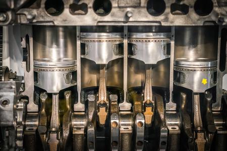 Przekrój tłoka silnika