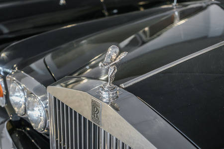 Thailand - 5 mei 2016: The Spirit of Ecstasy ornament op Rolls-Royce auto op de Supercar zondag autoshow. Stockfoto