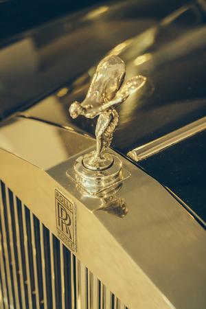 éxtasis: Tailandia - 05 de mayo 2016: El Espíritu del Éxtasis ornamento en coche Rolls-Royce en la demostración de coche de Supercar domingo.