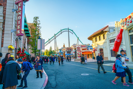 OSAKA, Japan - 1. Dezember 2015: Universal Studios Japan (USJ). Nach 2014 Themenindex Global Art der Teilnahme Bericht wird USJ weltweit den fünften Platz unter den Top 25 Vergnügungsparks rangiert.
