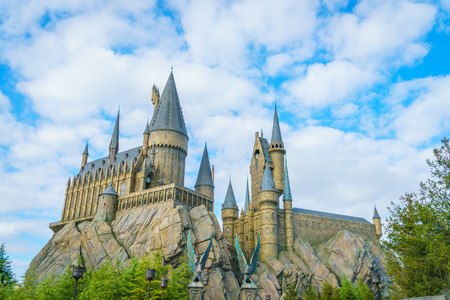 OSAKA, JAPAN - 1. Dezember 2015: Universal Studios Japan (USJ). Laut dem 2014 Themenindex Global Attraction Attendance Report belegt USJ den fünften Platz unter den Top 25 Vergnügungsparks weltweit. Editorial