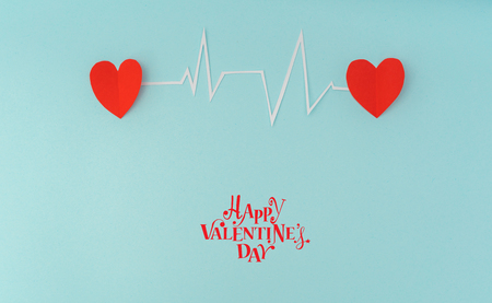 electrocardiograma: Paper cut of cardiogram of heart rhythm for Valentines Day
