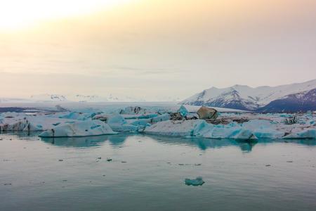 Icebergs en la laguna glaciar, Islandia Foto de archivo