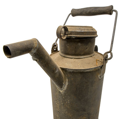 Old dirty oil can of tin with carrying handle isolated on white Standard-Bild - 116295402