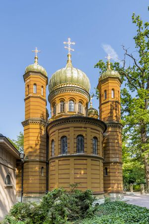 Russian Orthodox chapel at the historic cemetery in Weimar in front of blue sky.
