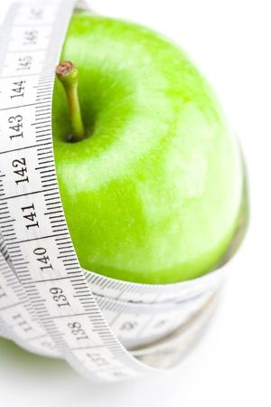 Apple und Maßnahme Band isoliert auf weiss Standard-Bild - 9037831