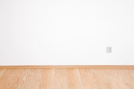 Saubere weiße Zimmer innere ein Landhäuschens Standard-Bild - 9037983