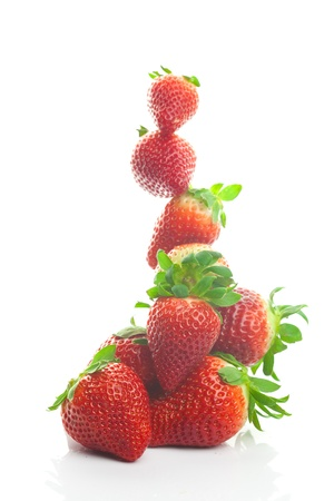 Berg big juicy Erdbeeren isoliert auf weiss Standard-Bild - 9185593