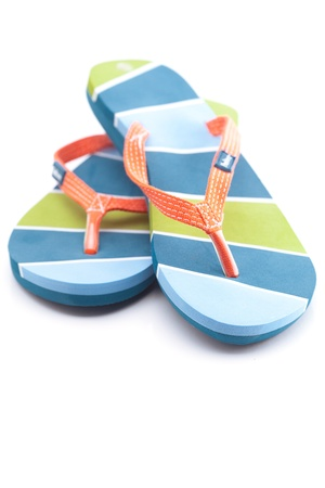 Schöne Strand-Pantoffeln, isoliert auf weiss Standard-Bild - 9665490