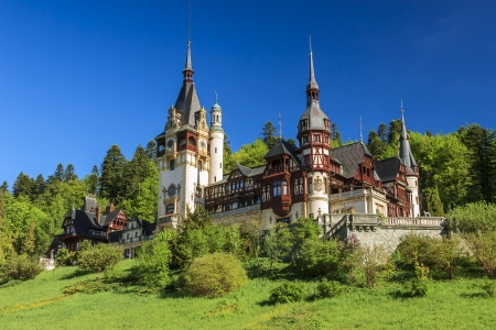 castillo medieval: Hermoso castillo real de Peles, Sinaia, Rumania Foto de archivo
